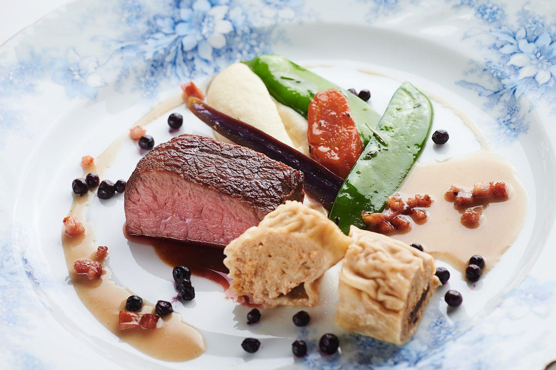 Restaurant 1906's roast beef dish