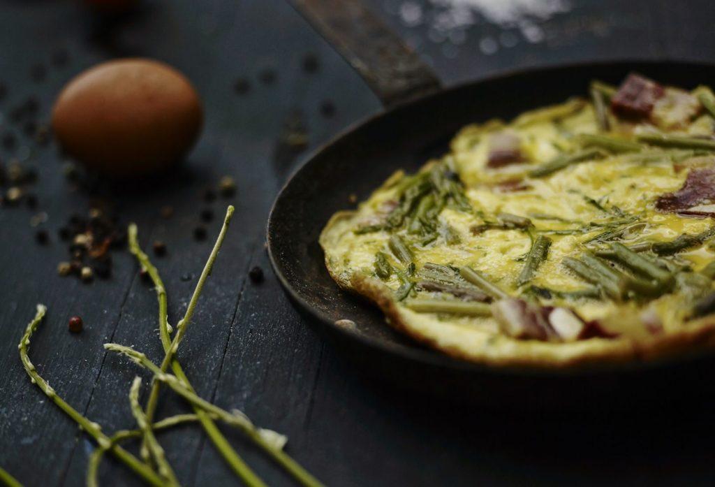 Wild asparagus omelette