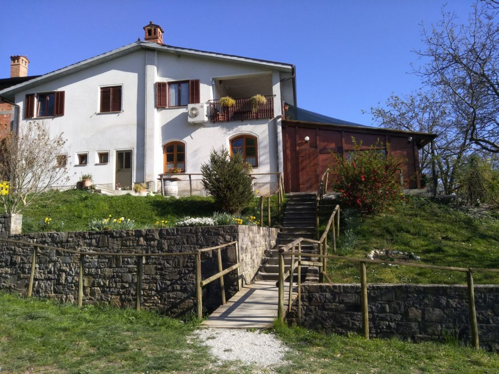 Farmhouse hosting osmica