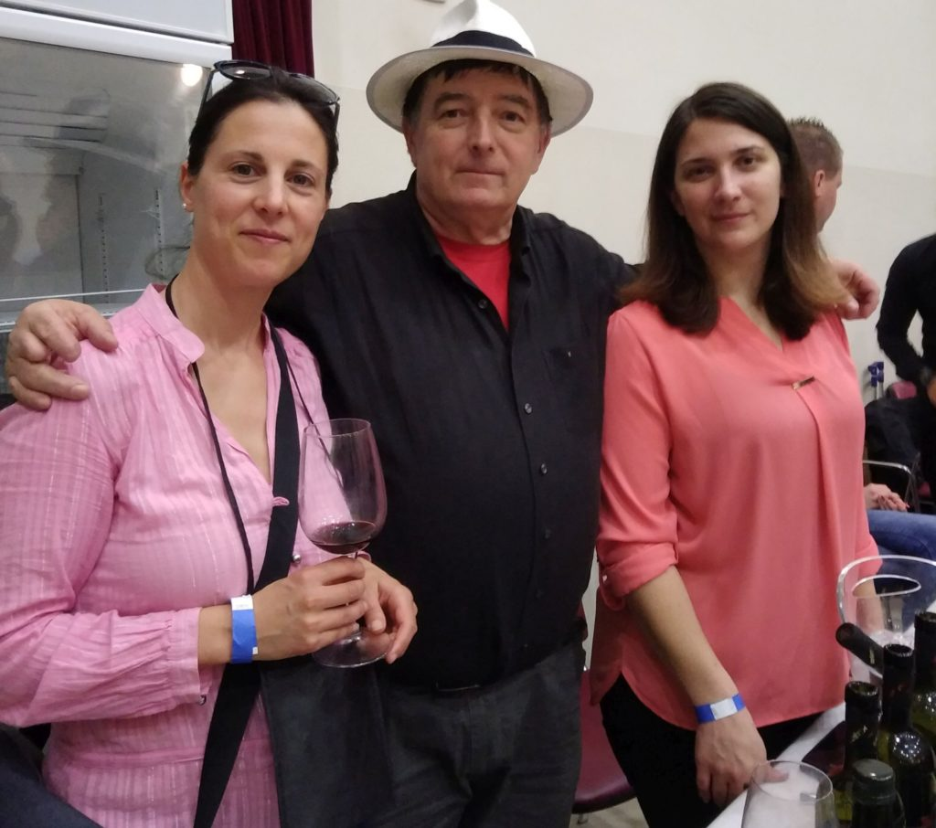 Blogger poses with winemakers