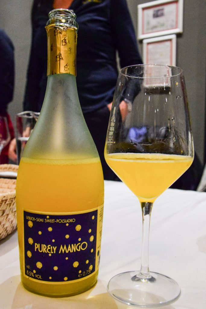 Sweet mango flavoured sparkling wine