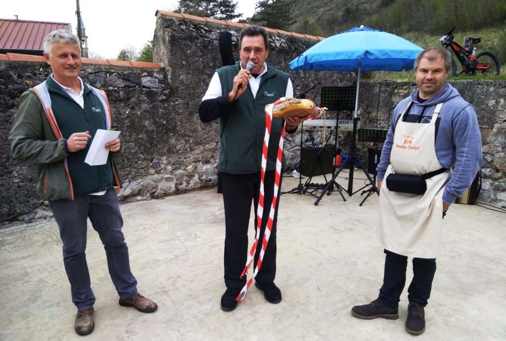 Leg of prosciutto awarded to winner at asparagus event