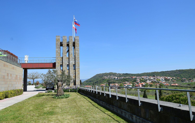 Santomas winery tower