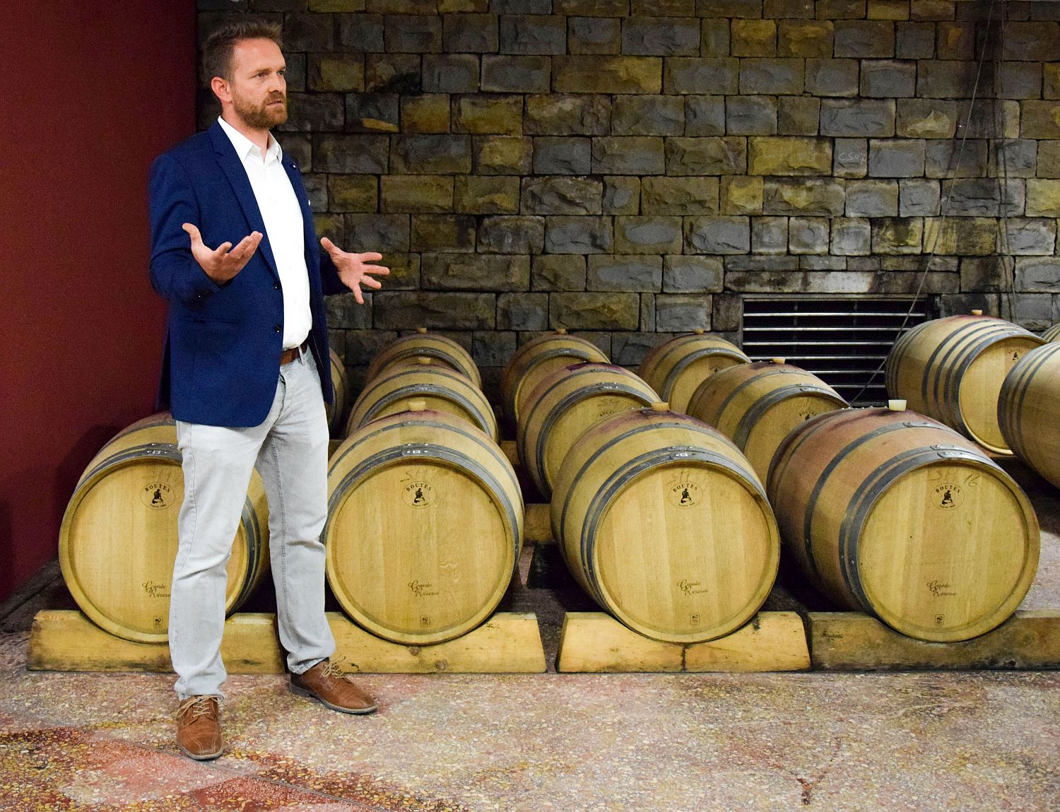 Niko of Santomas Winery explains about the wines