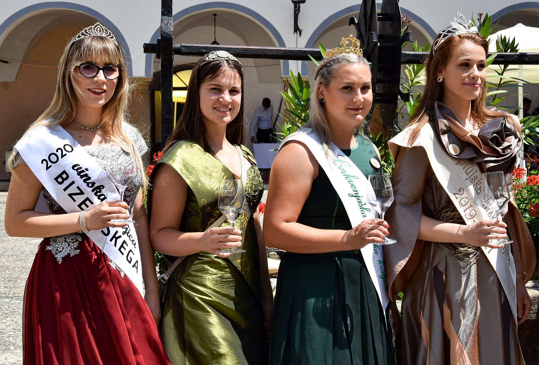 Wine queens at Ptuj Salon Sauvignon